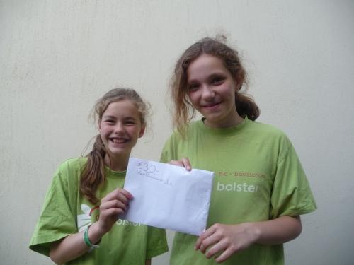 Rosanne en Ilse doneren aan KiKa!