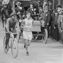 Louis Marks in the lead of the first Chicago Marathon in 1905.
