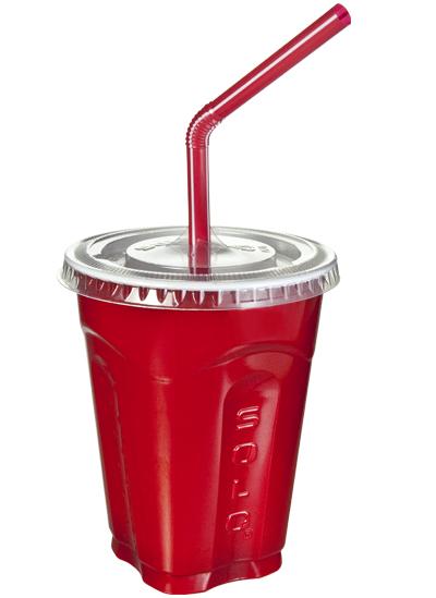 Een plastic beker met deksel en rietje tijdens een hardloopwedstrijd drinkt heel fijn.