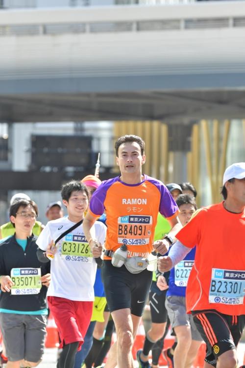 Ramon de la Fuente loopt de Tokyo Marathon voor KiKa.