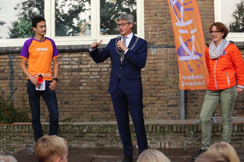De burgemeester van Amersfoort Lucas Bolsius en directrice van de Bolster Mirjam Ouderdorp