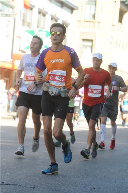 Chicago Marathon voor KiKa: Ramon de la Fuente in de hitte.