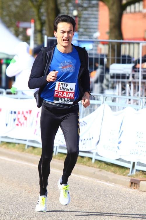 Utrecht Marathon: Ramon de la Fuente sprint naar de finish